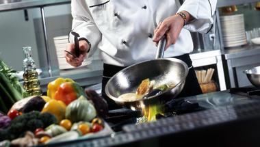 Felszolgálót és szakácsot keresnek Zircre