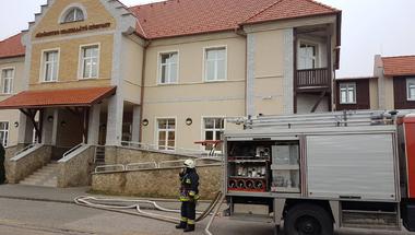 Tűzoltók a kórháznál - aggodalomra nincs ok