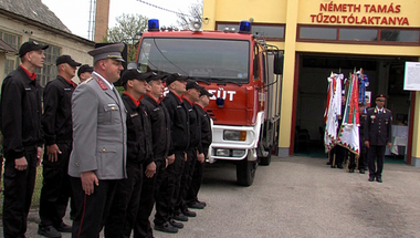 Háromszoros ünnep Zircen – új nevet, csapatzászlót és felújított gépjárműfecskendőt kaptak az önkormányzati tűzoltók