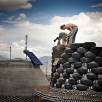 Önfenntartó házak - újrahasznosított hulladékból