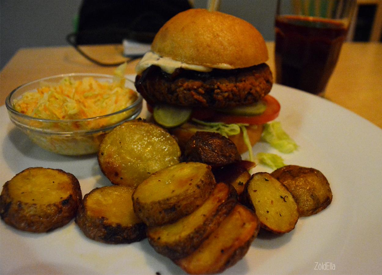 Bab burger sült krumplival és káposzta salátával