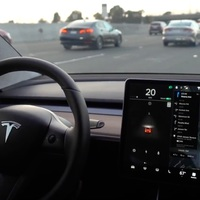A Tesla Model 3 gyártása leállt, majd átalakult!