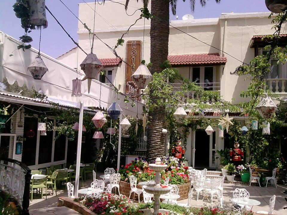 Hotel-Restaurant Plaza Corniche, La Marsa.jpg