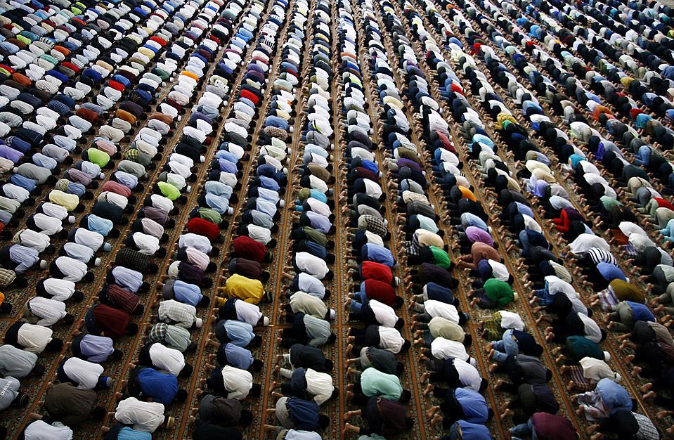 muslims-praying.jpg