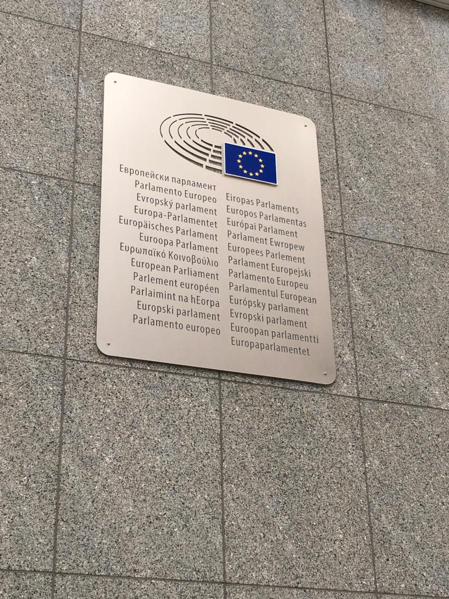 Magyarul is kiírva az Európai Parlament