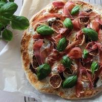 Vendégváró fügés-kecskesajtos pizza
