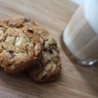 Áfonyás fehércsokis cookie