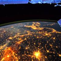 Ilyen gyönyörű a Föld az űrből - a Nemzetközi Űrállomás élő kamerafelvételei