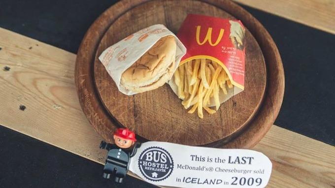 Nézegessen hatéves mekis sajtburgert!