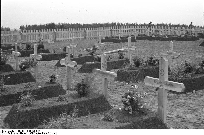 1939_09_Lengyelorszag_014_Bundesarchiv_Bild_101I-001-0283-35,_Polen,_Ländlicher_Friedhof.jpg
