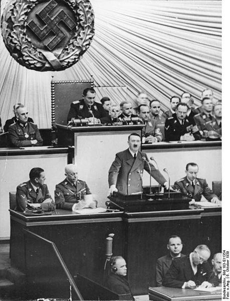 459px-Bundesarchiv_Bild_183-E11354,_Berlin,_Reichstagssitzung,_Rede_Adolf_Hitler.jpg