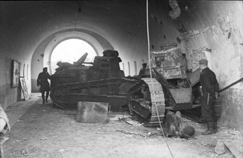 Bundesarchiv_Bild_101I-121-0007-24,_Polen,_polnische_Panzer_Renault_FT-17.jpg