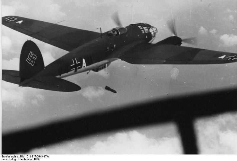 Bundesarchiv_Bild_101I-317-0043-17A,_Flugzeug_Heinkel_He_111.jpg