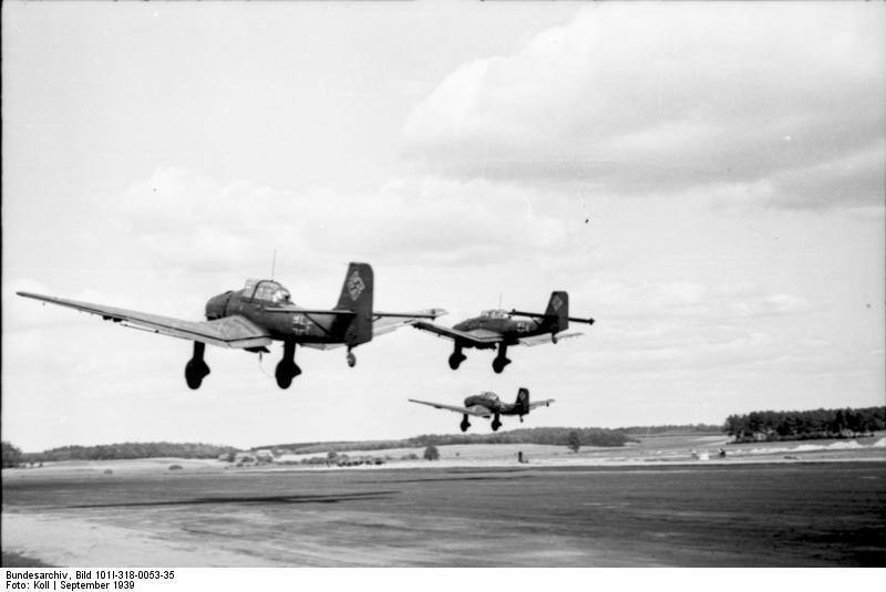 Bundesarchiv_Bild_101I-318-0053-35,_Polen,_Flugzeuge_Junkers_Ju_87_nach_Start.jpg