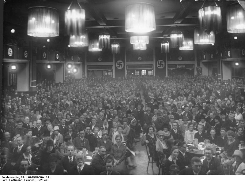 Bundesarchiv_Bild_146-1978-004-12A,_NSDAP-Versammlung_im_Bürgerbräukeller,_München.jpg