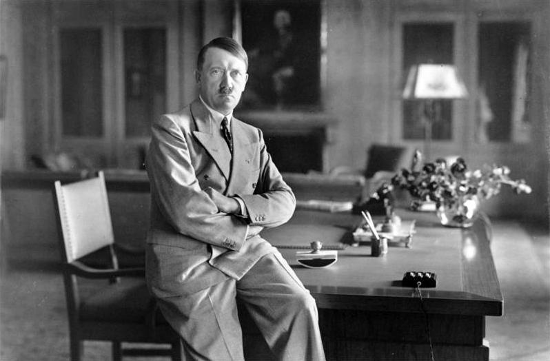Bundesarchiv_Bild_146-1990-048-29A,_Adolf_Hitler.jpg