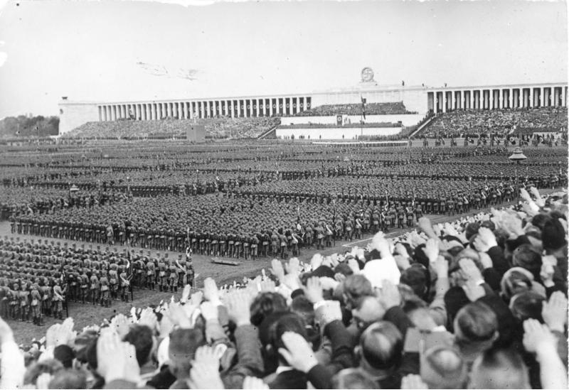 Bundesarchiv_Bild_183-C12701,_Nürnberg,_Reichsparteitag,_RAD-Appell.jpg