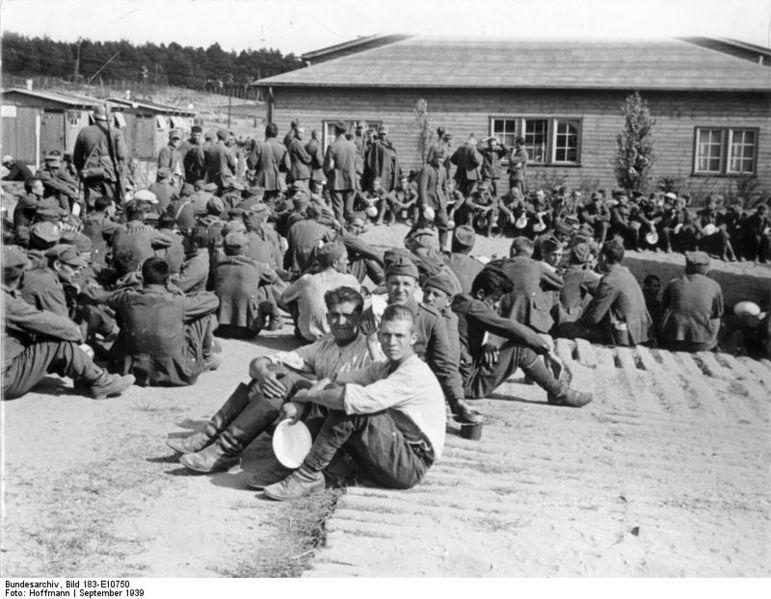 Bundesarchiv_Bild_183-E10750,_Polnische_Kriegsgefangene.jpg