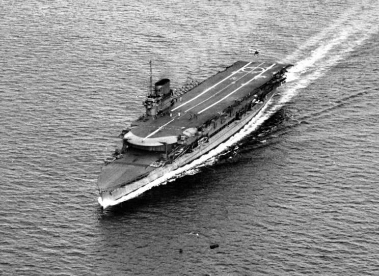 HMS_Courageous_1936_1.jpg