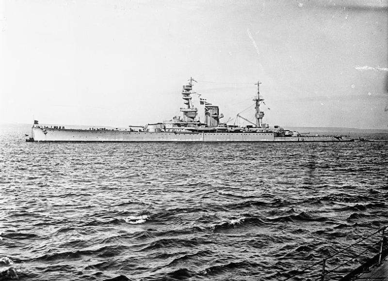 HMS_Courageous_WWI.jpg