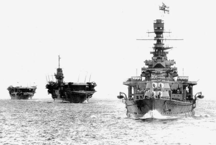 HMS_Renown_HMS_Courageous_HMS_Furious_1934.JPG