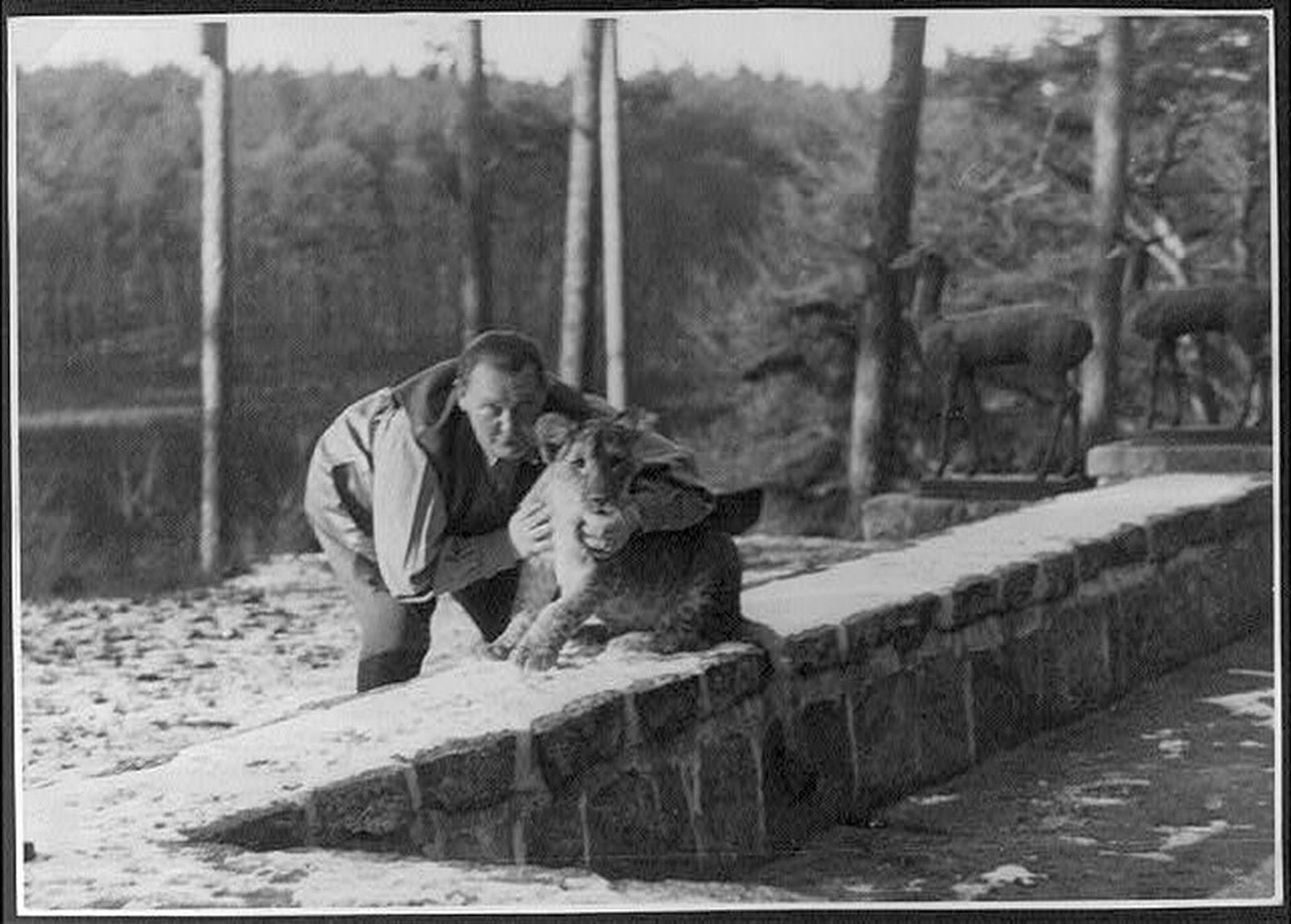 Kedvenc nagymacska kölykével 1939-ben
