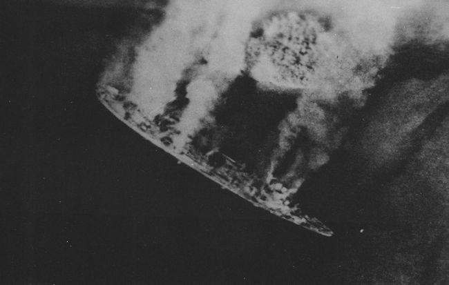 IJN_repair_ship_AKASHI_1944_03_30.jpg