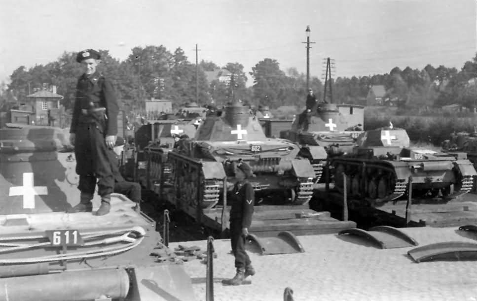 Panzerkampfwagen IV Ausf. C-k, egy Ausf. A és Panzerkampfwagen II Ausf. C-k bevagonírozva és útra készen a frontra