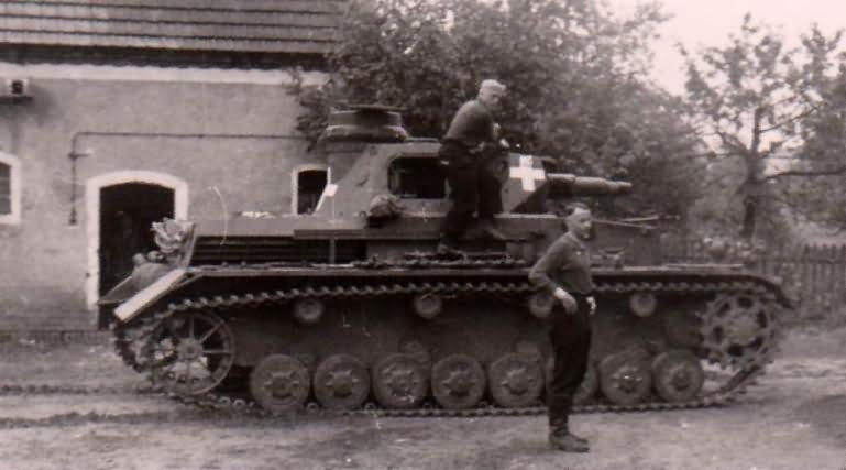 Panzerkampfwagen IV Ausf. C és legénysége pihenőben