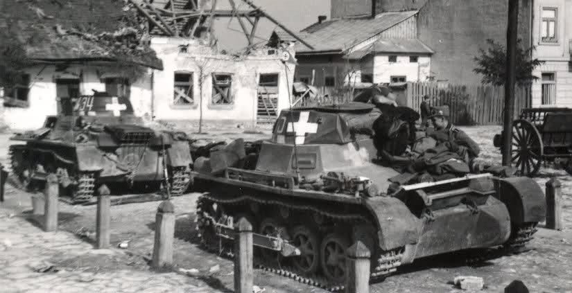 Panzerkampfwagen I Ausf.A harckocsik egy lengyel faluban