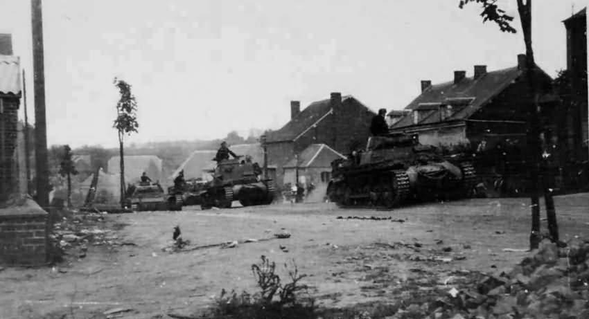 Panzerkampfwagen I harckocsi és mögötte egy Kleine Panzerbefehlswagen I (Sd.Kfz.265) parancsnoki harckocsi