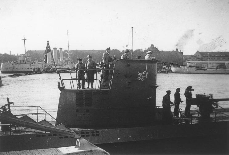 U-47_004_1939_10_14_Wilhelmshaven.jpg