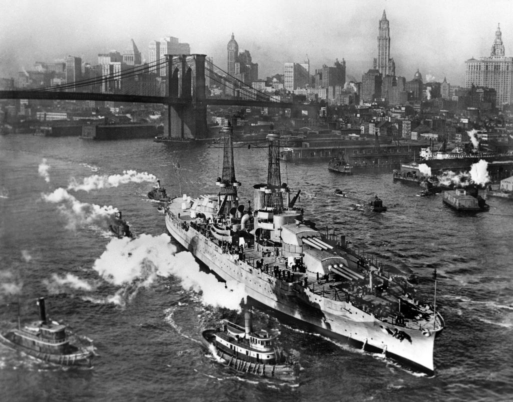 USS_Arizona_New_York_City_Crisco_1916.jpg