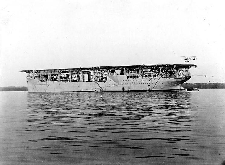 USS_Langley_1922.jpg
