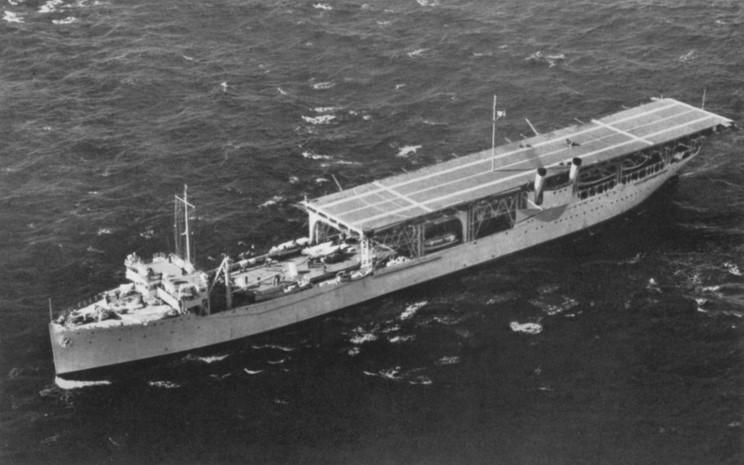 USS_Langley_1936_01.jpg
