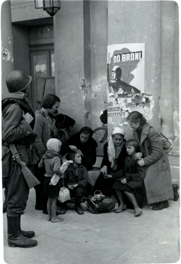 United_States_Holocaust_Memorial_Museum_47347_Varso_opera.jpg
