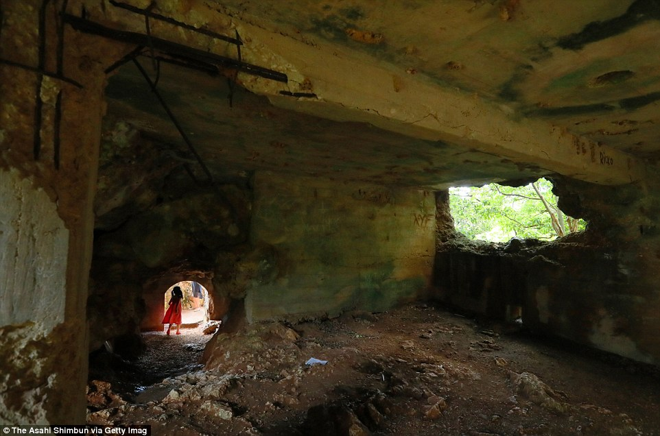 Egy japán bunker maradványai az észak-mariana-szigeteki Saipan szigetén.