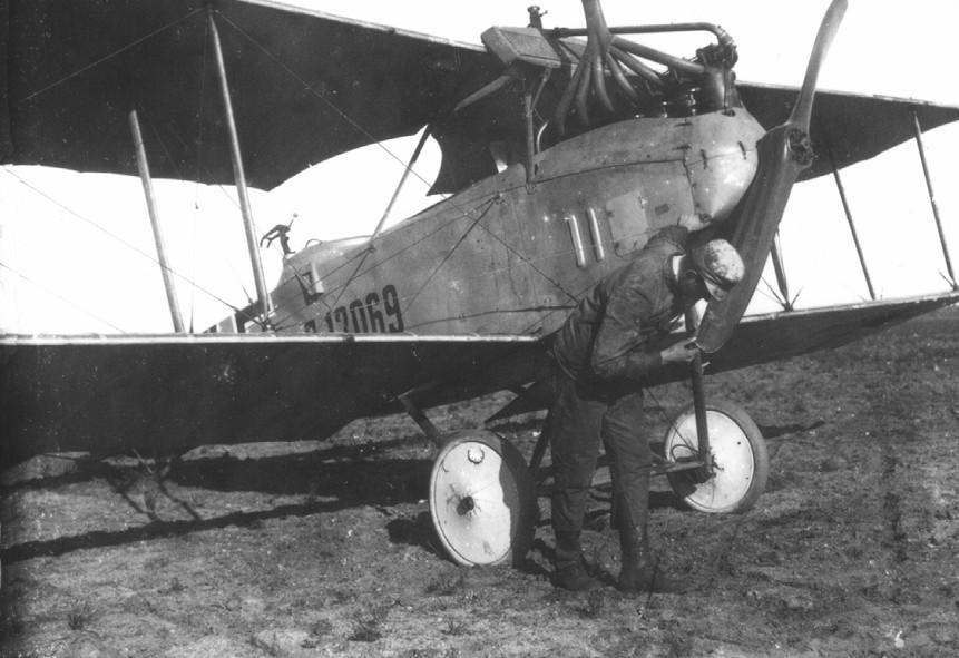 Német gyártmányú Albatros C.III kétüléses felderítő repülőgép amiből 2 db-ot vásárolt Finnország 1919-ben.