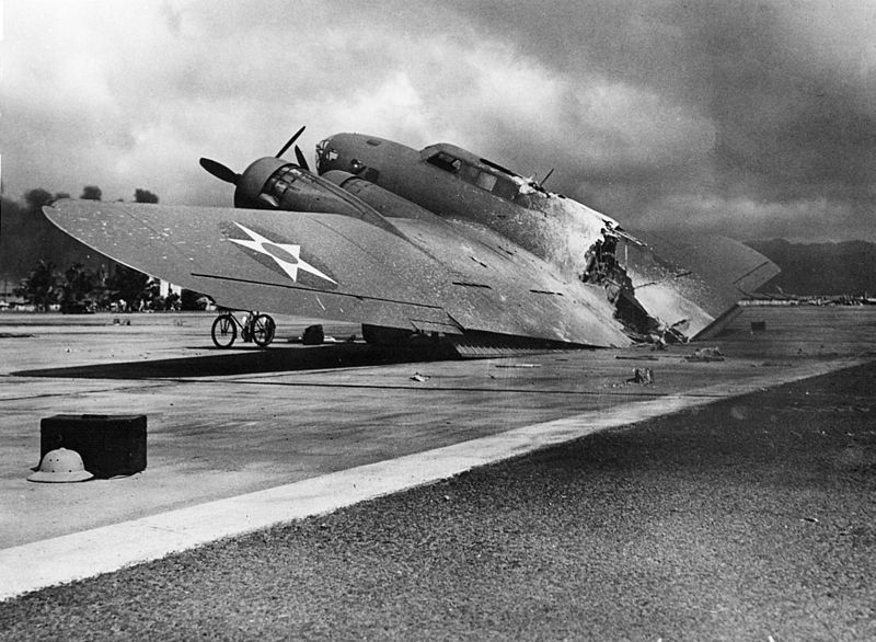 b17-d_cut_in_half_during_air_raid_at_pearl_harbor_december_7_1941.jpg