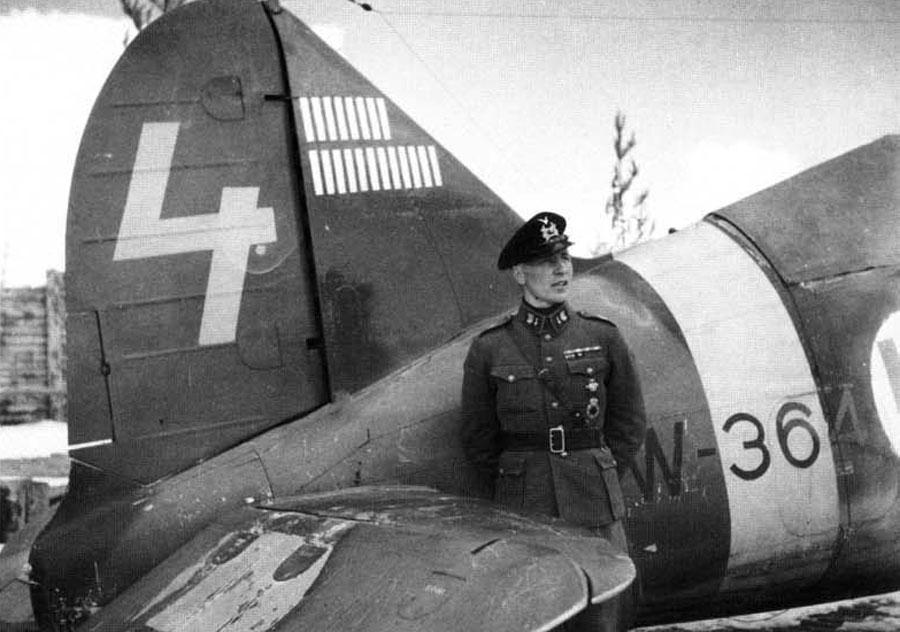 20 légigyőzelmi jelzés a finn Brewster Model 239 vadászgép függőleges vezérsíkján