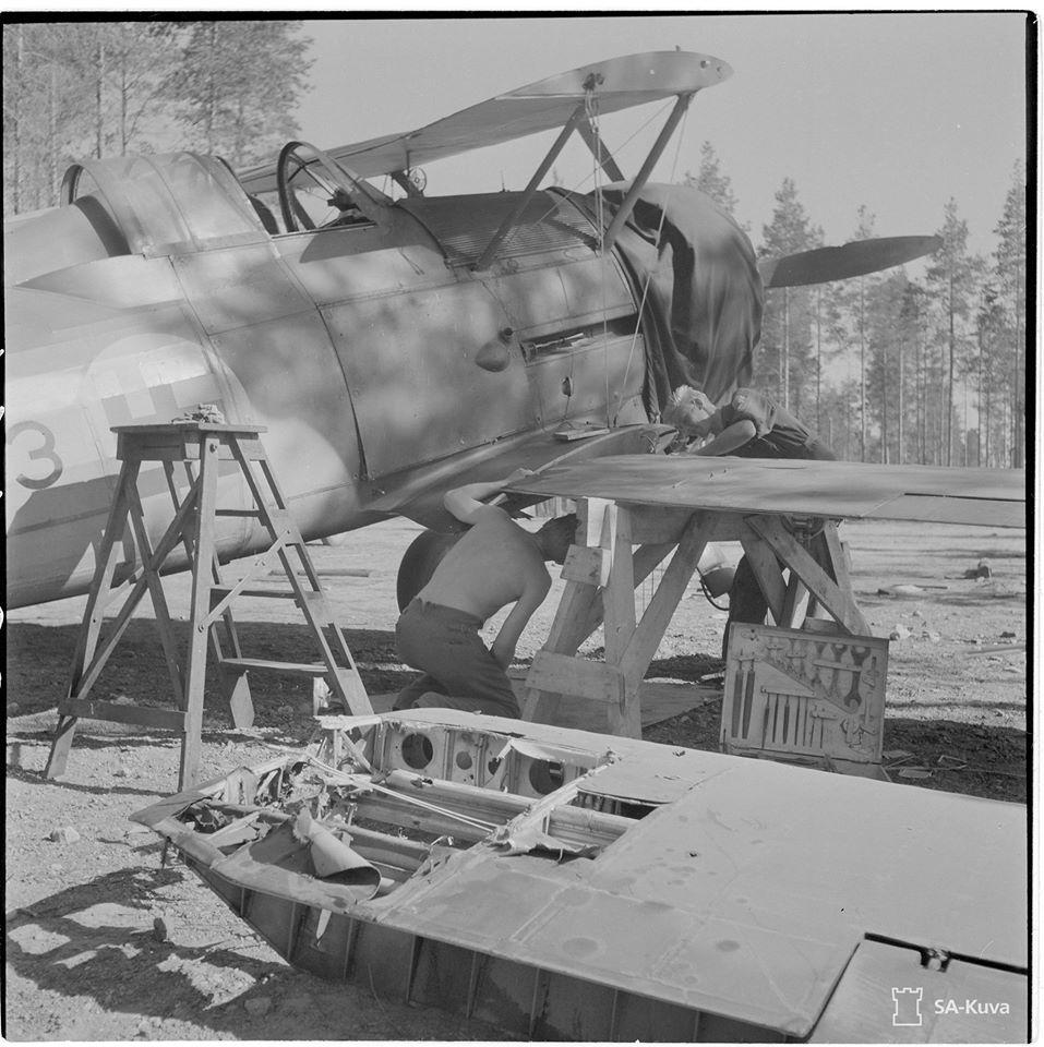 Finn Gloster Galdiator Mk. II vadászgép karbantartáson 1944. nyarán