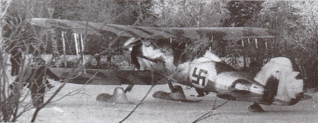 A svéd önkéntes F 19 repülőezred egyik Gloster Galadiator Mk. II vadászgépe finn felségjelzéssel