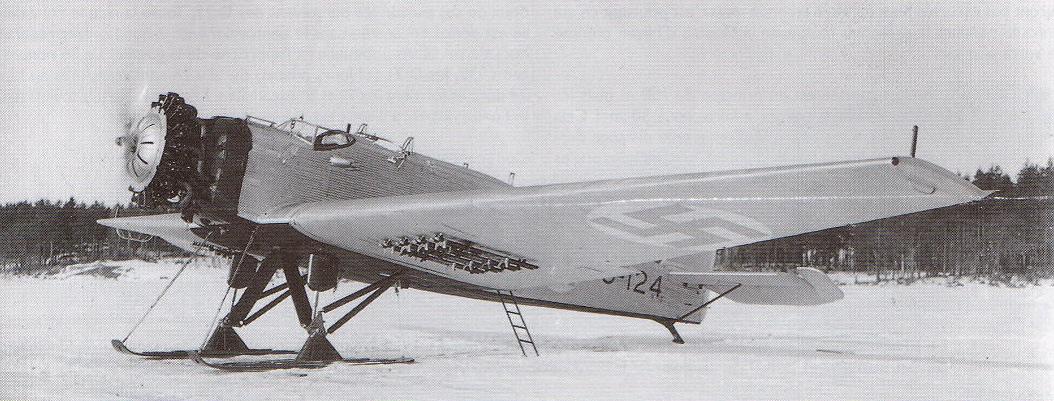 Finn Junkers K 43 - A német Junkers W 34 személyszállítógép katonai változata, amiből a finn légierő 3 db-al rendelkezik.<br />