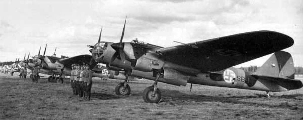 Szovjet Tupoljev SB bombázók már finn felségjelzéssel.