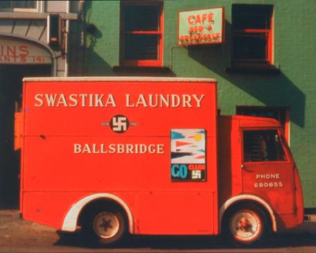 A mosoda kiszállító kisautója 1962-ben