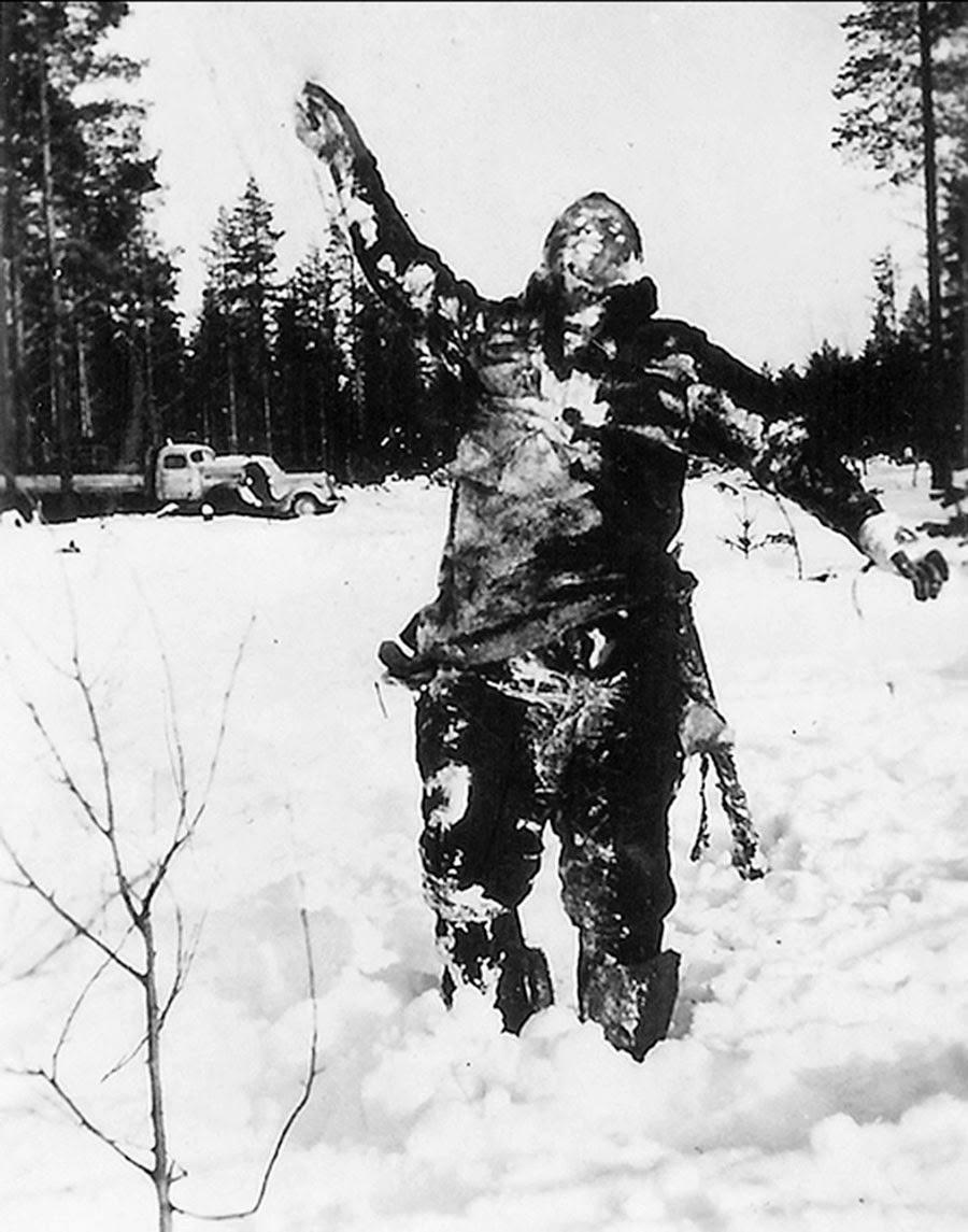 A halott, összefagyott szovjet katonák holttesteit gyakran állították ki a finnek a front közelében elrettentésül a szovjeteknek.