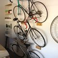 Egy nehéz ügy: hogyan tárolunk biciklit lakásban?