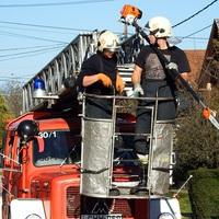 Fáradhatatlanul dolgoznak a bicskei tűzoltók a város utcáin!