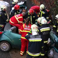 Tűzoltók és mentők hősies együttműködése: így szedték ki a roncsból a sárbogárdi baleset életveszélyes sérültjét!