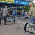 Értetlenség - nincs tekintettel egymásra a két korcsoport a szupermarketeknél!